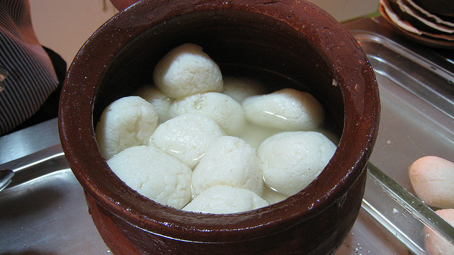 Rasgullas! Photo: Charles Haynes (Creative Commons)